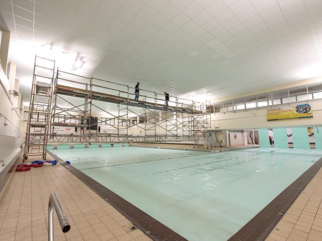 Swimming pool tower scaffold access bridging for maintenance - Swimming pool maintenance training ...